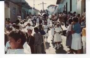 F-0344-SSanta-Procesion-Jueves-Santo-Tacarigua-Mamporal-Miranda-1985-EAGO