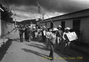 1981 15 de diciembre-La Zaragoza de Sanare Edo Lara (Venezuela) Recogiendo con el cuadro Copy2