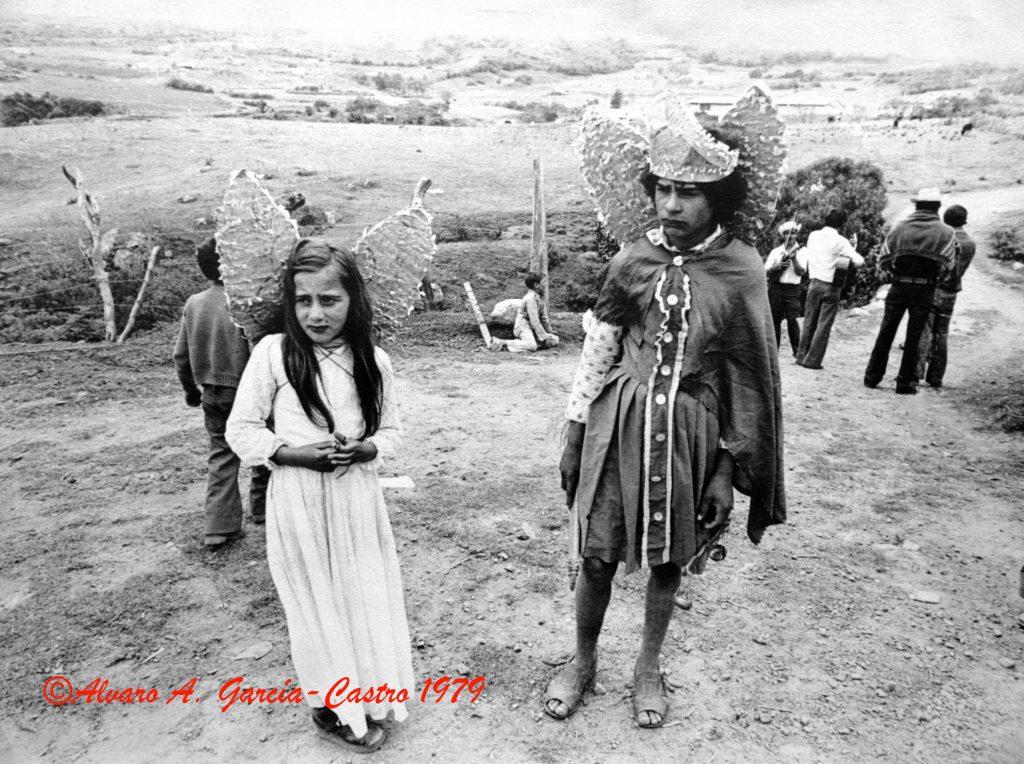 F-09661-1979-02.Enero-Pueblo-Llano-La-Culata-Merida-Paradura-de-Niño-AGC