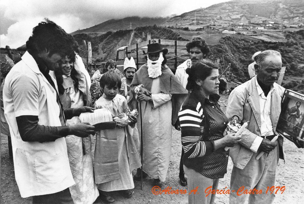 F-09659-1979-02.Enero-Pueblo-Llano-La-Culata-Merida-Paradura-de-Niño-AGC