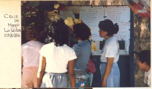 F-00485-TdC-140-Velorio-Cruz-M-S-Juan-Soapire-1986-IPC-300x176
