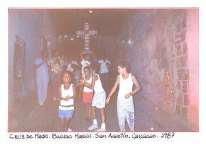 F-01767-TdC-0222-Cruz-Mayo-Barrio-Marin-San-Agustin-Caracas-1987-IPC-UPEL