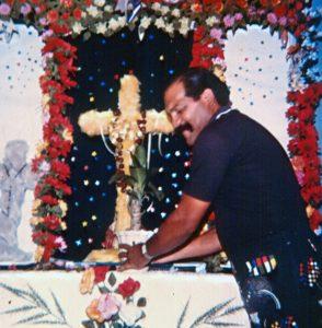 F-04099-TdC-0143-Velorio-Cruz-El-Cuartel-Catia-Caracas-1986-IPC-UPEL