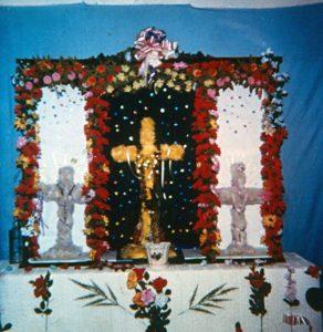 F-04101-TdC-0143-Velorio-Cruz-El-Cuartel-Catia-Caracas-1986-IPC-UPEL