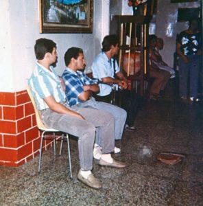 F-04108-TdC-0143-Velorio-Cruz-El-Cuartel-Catia-Caracas-1986-IPC-UPEL