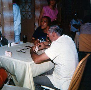 F-04109-TdC-0143-Velorio-Cruz-El-Cuartel-Catia-Caracas-1986-IPC-UPEL
