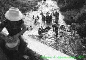 1977-24 Jun- Farriar- Fiesta de San Juan -El baño del santo 11 copy