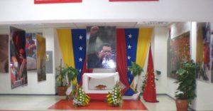 F-02500-Religion-Politica-Altar-Chavez-La-Guaira-08.2014-NAM.JPG.jpg