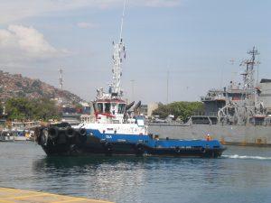 F-02524-Barcos-Remolcador-La-Guaira-Vargas-agosto-2014-NAMJPG