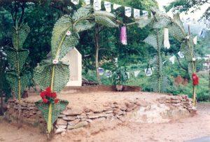 F-02590-Altar-Cruz-Mayo-Playa-Grande-I-Coloquio-Carupano-Sucre-julio-1993-VM