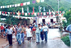 F-02592-Procesion-Cruz-Mayo-Playa-Grande-I-Coloquio-Carupano-Sucre-julio-1993-VM