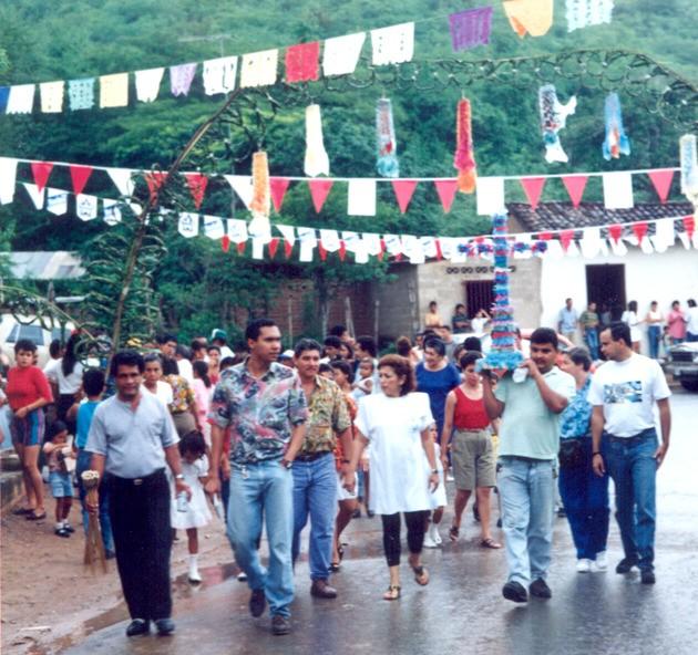 F-02593-Procesion-Cruz-Mayo-Playa-Grande-I-Coloquio-Carupano-Sucre-julio-1993-VM