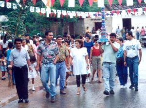 F-02594-Procesion-Cruz-Mayo-Playa-Grande-I-Coloquio-Carupano-Sucre-julio-1993-VM