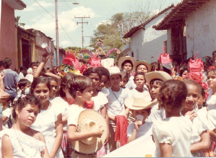 F-06840-Fiesta-Infantil-El-Sombrero-1989-IPC-UPEL