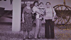 Abuela-Madre-Nieta-y-Bisnieto